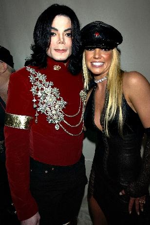 Michael e Britney Spears após uma homenagem ao Rei no VMA