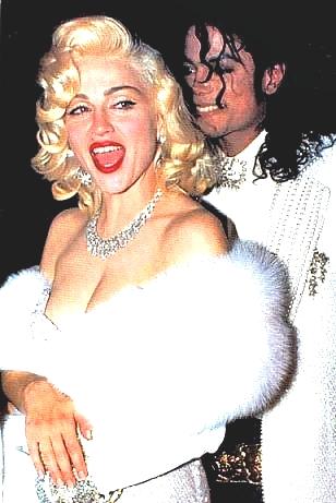 Madonna e Michael chegando juntos no Oscar de 1990