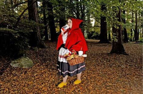 Chapeuzinho Vermelho comeu todos os doces porque a vovó morreu!